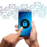 Bezpieczeństwo urządzeń mobilnych zapewniają cykliczne aktualizacje oprogramowania oraz silne zabezpieczenia dostępu.