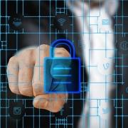 Przy zakładaniu konta należy utworzyć bezpieczne i silne hasło, aby cyberprzestępca nie mógł go rozszyfrować.