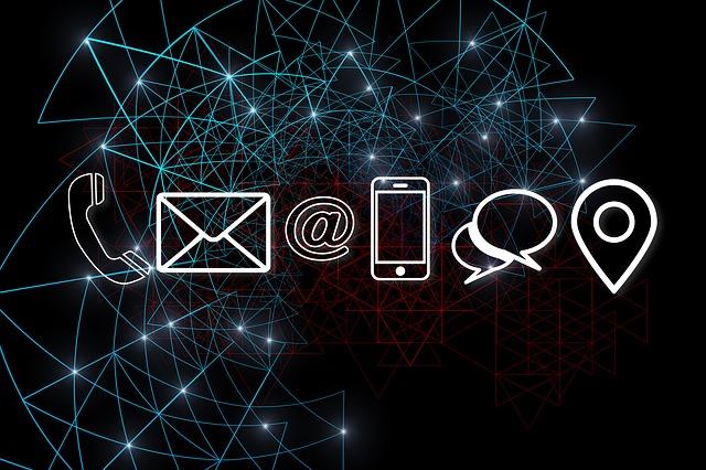 Microsoft Teams zapewnia dostęp do poczty elektronicznej i czatu firmowego.