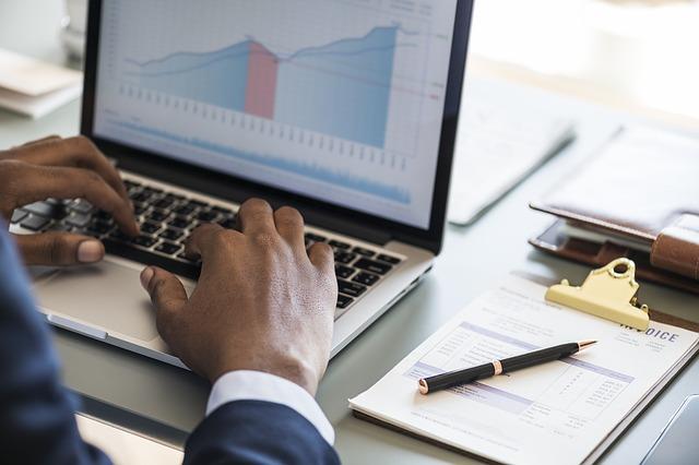 Coraz więcej firm wybiera home office i telepracę, aby zapewnić sprawne funkcjonowanie biznesu podczas epidemii koronawirusa.